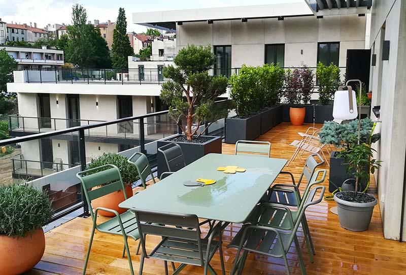 salle à manger en terrasse à Lyon