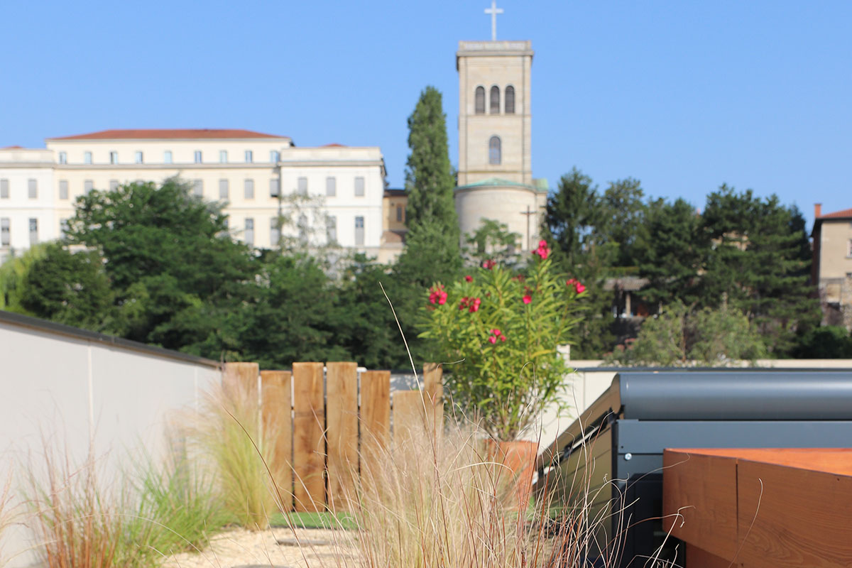 terrasse aménagée à Lyon par un paysagiste