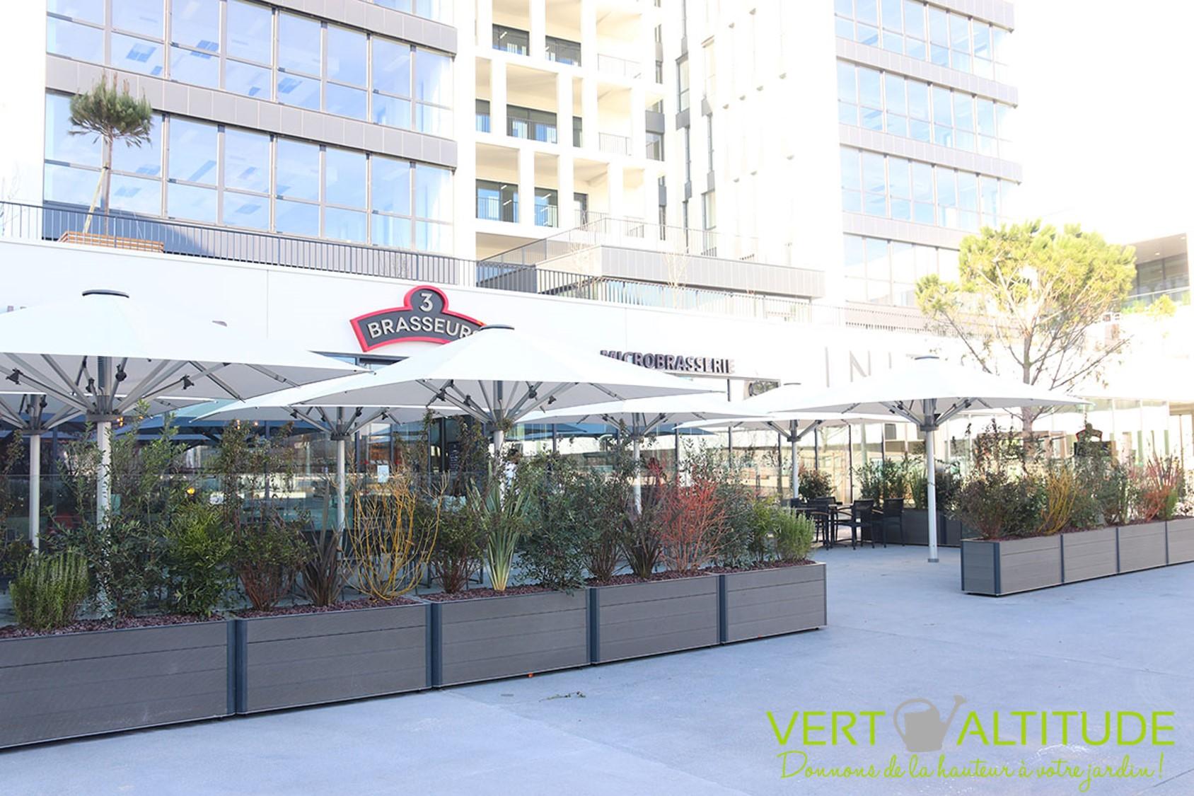 terrasse végétalisée pour un restaurant 3 brasseurs à Lyon Grand Parilly